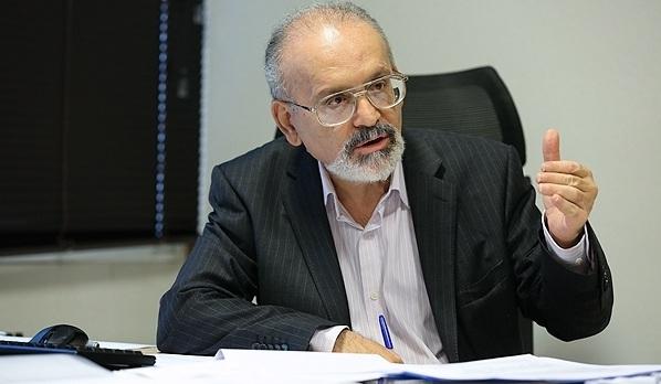 دکتر محمد حسین ادیب استاد اقتصاد